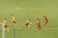 Vì sao tuyển Việt Nam không được hưởng penalty dù cầu thủ Australia để bóng chạm tay?
