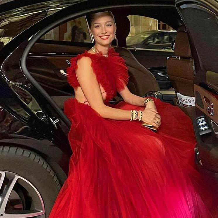 Công nương Monaco như thả rông tại đám cưới Hoàng gia: Diện bộ đầm ý nghĩa nhưng lại cắt khoét đúng chỗ hiểm-4