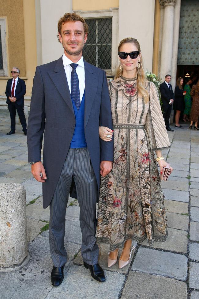 Công nương Monaco như thả rông tại đám cưới Hoàng gia: Diện bộ đầm ý nghĩa nhưng lại cắt khoét đúng chỗ hiểm-6