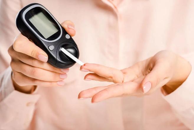 Ai cũng nghĩ tiểu đường là do ăn ngọt mà không biết 4 món ngon sau đây còn khiến đường huyết tăng cao đột biến hơn-1