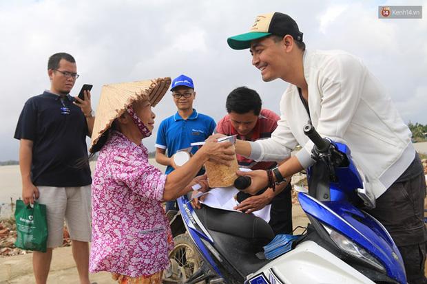MC Phan Anh tung 6,5kg sao kê 24 tỷ kêu gọi cứu trợ miền Trung năm 2016, chấp nhận bị kiện nếu phát hiện dấu hiệu ăn chặn!-7