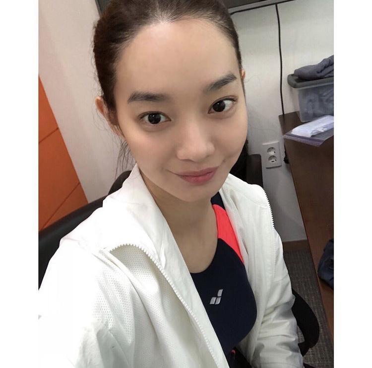 Bí quyết gìn giữ vẻ đẹp không tì vết của Shin Min Ah ở tuổi U40-7