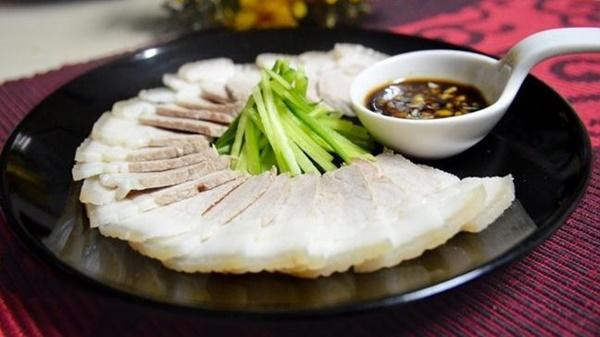 Trước khi nấu ăn, nhiều người đem chần thịt lợn qua nước nóng để loại bỏ chất bẩn: Chuyên gia nói sai lầm tai hại-4