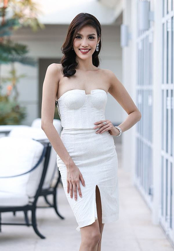 Khi vòng ngực sao Việt chết đuối trong tấm áo chẳng sinh ra để dành cho nhau-2