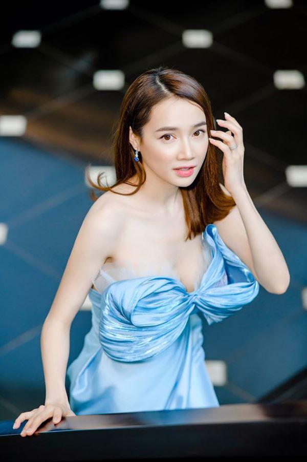 Khi vòng ngực sao Việt chết đuối trong tấm áo chẳng sinh ra để dành cho nhau-13