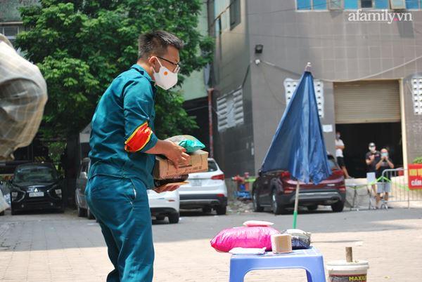 Hà Nội: Tạm thời phong tỏa tòa nhà hơn 350 nhân khẩu sau khi một cư dân bán hàng ở sảnh dương tính SARS-CoV-2-3