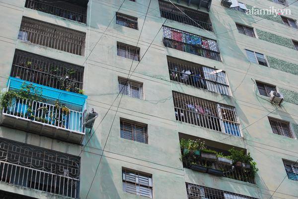 Hà Nội: Tạm thời phong tỏa tòa nhà hơn 350 nhân khẩu sau khi một cư dân bán hàng ở sảnh dương tính SARS-CoV-2-4