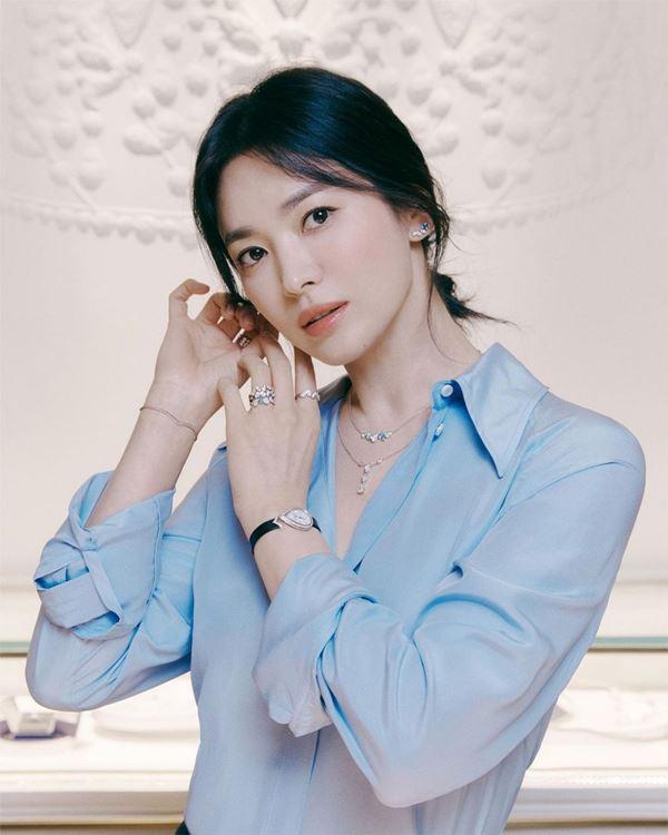 Lần hiếm hoi Song Hye Kyo khoe 3 vòng bốc lửa ngùn ngụt, chẳng ngại cắt váy sexy lấn át cả mẫu hãng-1