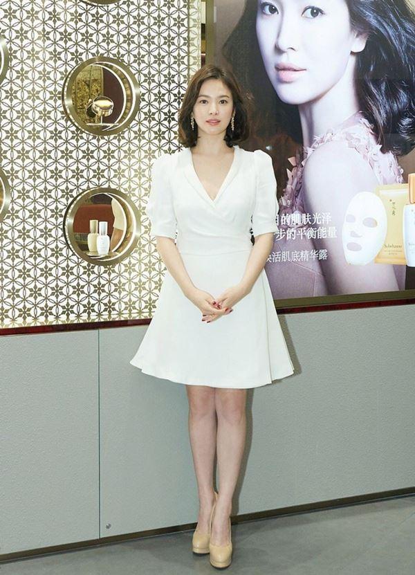 Lần hiếm hoi Song Hye Kyo khoe 3 vòng bốc lửa ngùn ngụt, chẳng ngại cắt váy sexy lấn át cả mẫu hãng-3