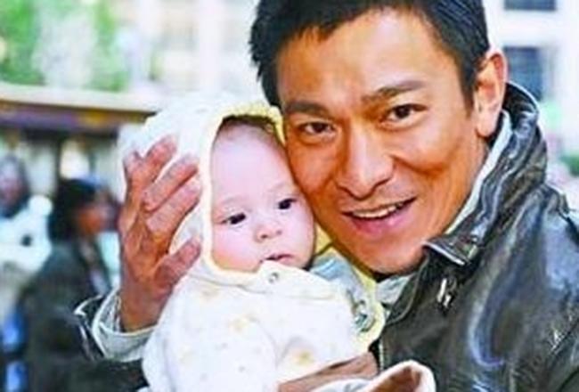 Con gái Lưu Đức Hoa giàu từ trong trứng nước, sở hữu khối tài sản khủng nghìn tỷ nhưng lại thua kém nhiều đứa trẻ khác về mặt này-1