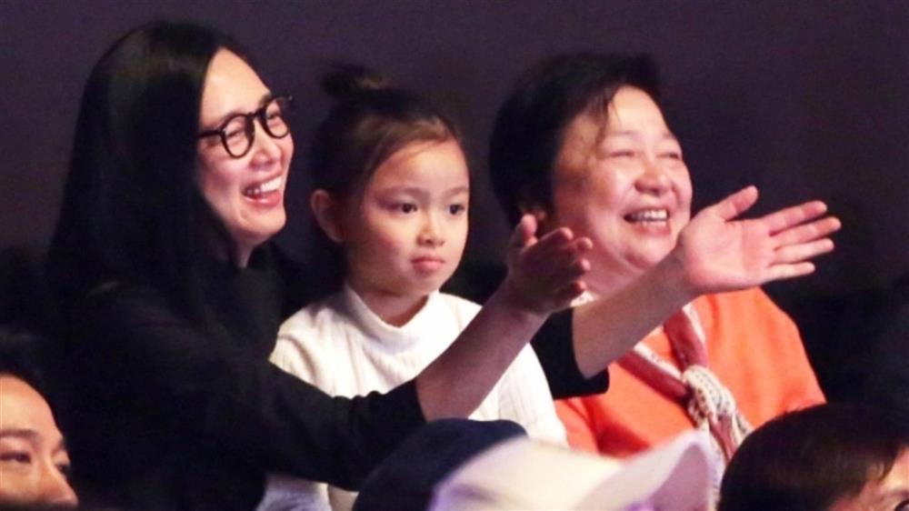 Con gái Lưu Đức Hoa giàu từ trong trứng nước, sở hữu khối tài sản khủng nghìn tỷ nhưng lại thua kém nhiều đứa trẻ khác về mặt này-4