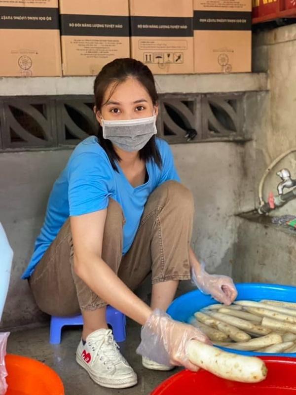 Hoa hậu Tiểu Vy chuẩn gái đảm chính hiệu, mùa dịch đích thân vào bếp nấu loạt món ngon, hấp dẫn-4