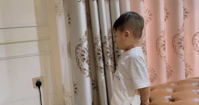 Hòa Minzy khoe con trai cực yêu nhưng dân mạng lại chỉ ra một điểm hết sức nguy hiểm ngay cạnh bé-2