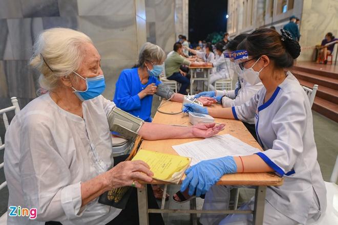 Gần 250.000 mũi vaccine Covid-19 được tiêm tại Hà Nội sau 24 giờ-1