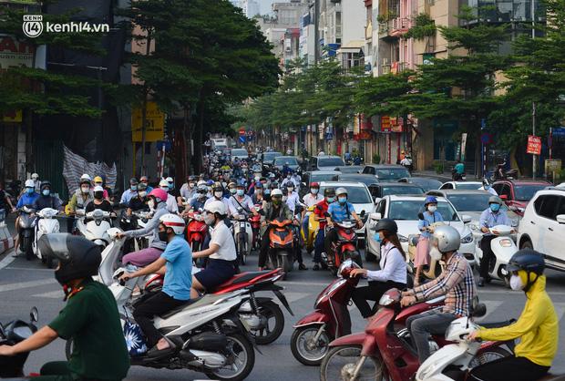 NÓNG: Hà Nội xem xét nới lỏng một số hoạt động dịch vụ sau ngày 15 và 21/9-1