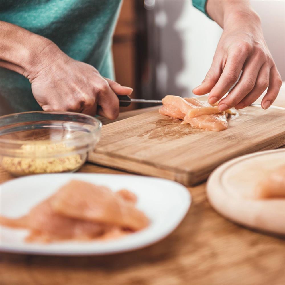 Chị em đừng bao giờ rửa thịt gà theo cách này vì sẽ làm lây lan vi khuẩn, gieo rắc ổ bệnh nguy hiểm cho cả nhà-4