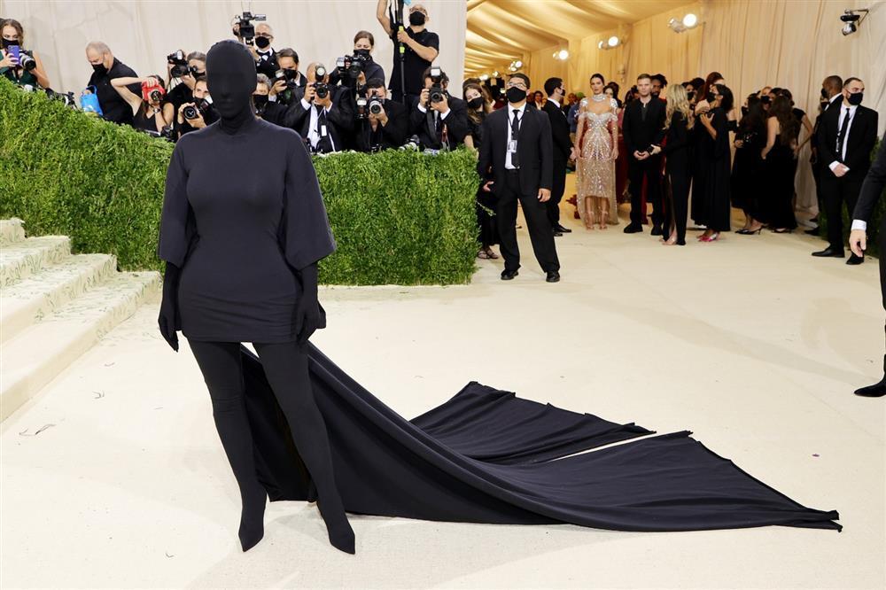 Cô Kim siêu vòng 3 Kim Kardashian kiên quyết không hở một miếng thịt nào ở Met Gala 2021-1
