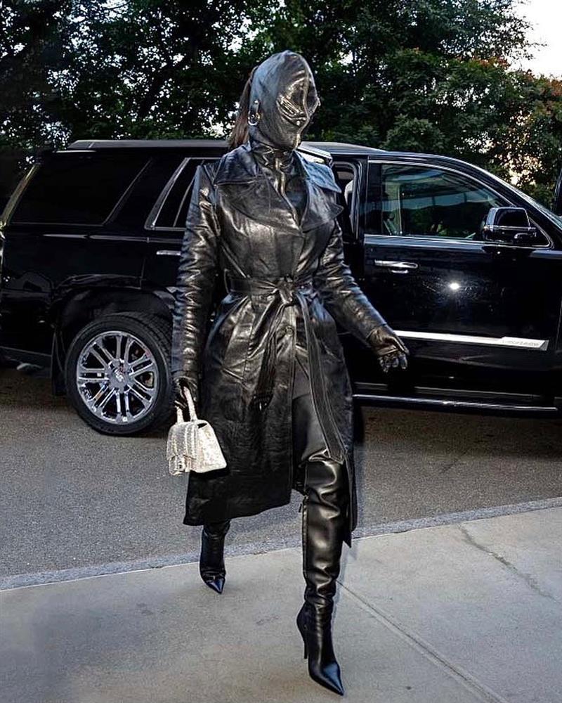 Cô Kim siêu vòng 3 Kim Kardashian kiên quyết không hở một miếng thịt nào ở Met Gala 2021-3