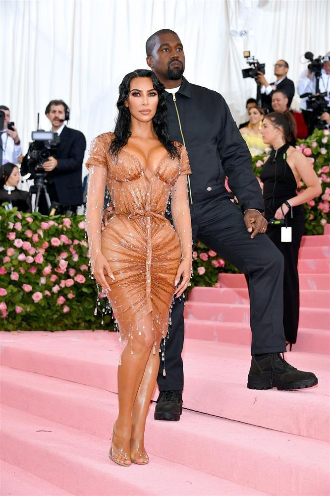 Cô Kim siêu vòng 3 Kim Kardashian kiên quyết không hở một miếng thịt nào ở Met Gala 2021-4