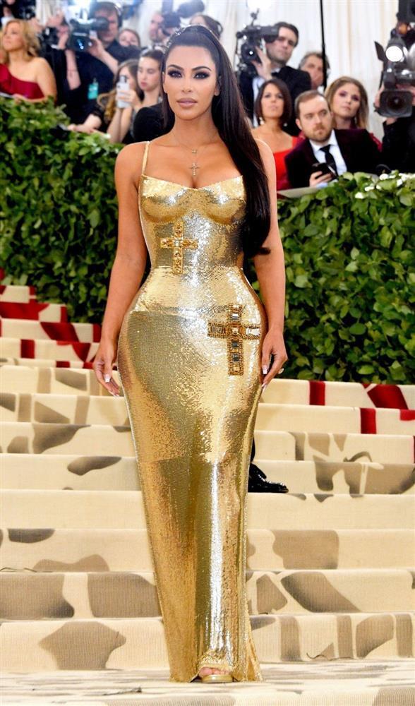 Cô Kim siêu vòng 3 Kim Kardashian kiên quyết không hở một miếng thịt nào ở Met Gala 2021-6