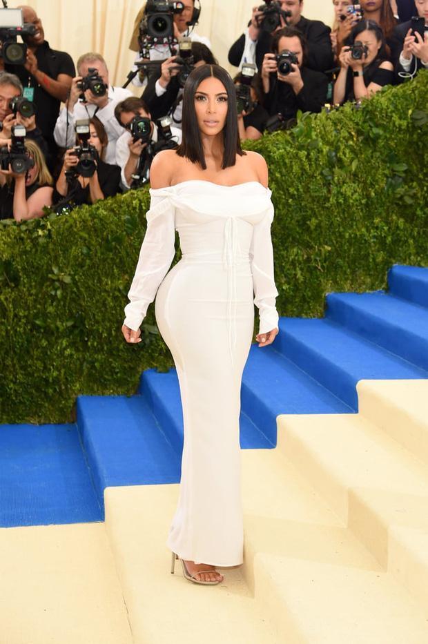 Cô Kim siêu vòng 3 Kim Kardashian kiên quyết không hở một miếng thịt nào ở Met Gala 2021-7
