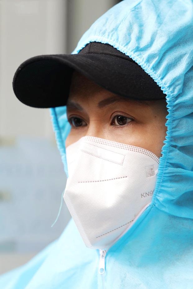 Việt Hương: Chân chồng tôi sưng quá, mưng mủ nhiễm trùng, đi không nổi nữa nên nằm một chỗ rồi-4