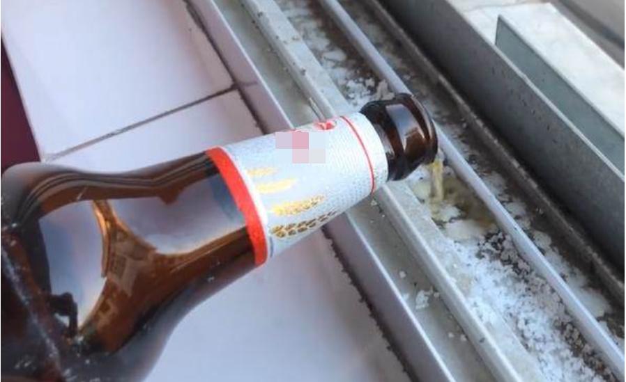 Đổ bia lên bệ cửa sổ, 9/10 người không biết công dụng là gì, học cách để sử dụng cả đời kẻo uổng-1