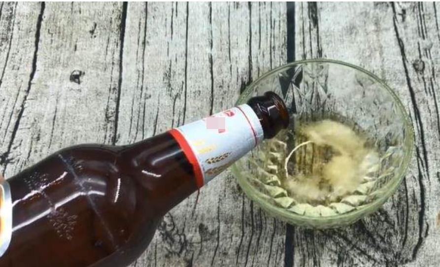 Đổ bia lên bệ cửa sổ, 9/10 người không biết công dụng là gì, học cách để sử dụng cả đời kẻo uổng-3