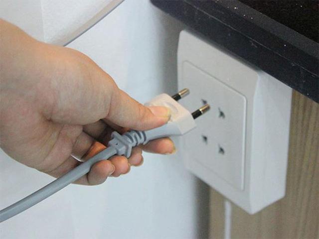 Tưởng thói quen rút phích cắm là thông minh, giờ tôi mới thực sự biết cách tiết kiệm điện khi dùng máy giặt-1