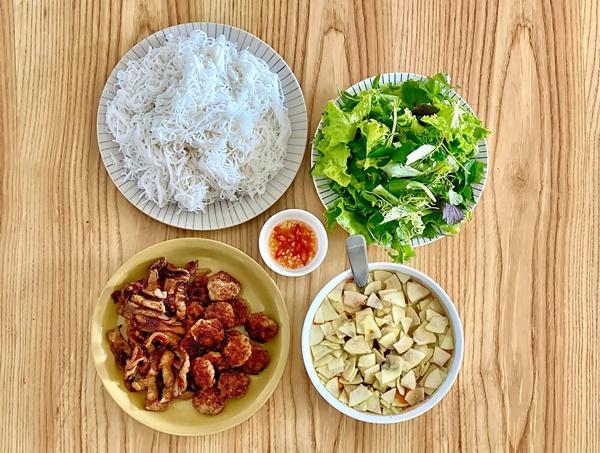 MC Đan Lê nấu nướngsiêu ngon, trình bày đẹp mắt như ngoài hàng, bảo sao ông xã đạo diễn chỉ muốn về nhà ăn cơm-7