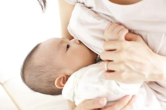 Vắt sữa không đúng cách sau khi sinh con dễ bị ung thư vú, vậy làm sao để vắt sữa đúng cách-3