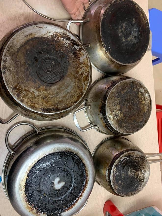 Mẹ đảm Hà Nội chia sẻ bí kíp tẩy trắng đồ bếp inox sáng bóng như mới-4