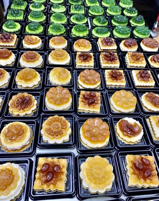 Làm loại bánh Trung thu lạ, mỗi ngày đổ khuôn bán hơn nghìn cái-3
