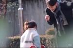 Thanh niên chỉ dùng 1 câu đã thành công bắt cóc bé gái, phụ huynh xem xong sợ hãi bật khóc, cần đặc biệt lưu ý cho con