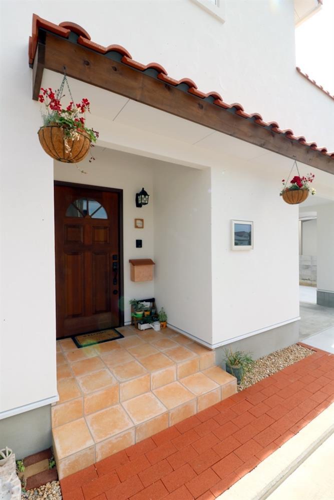 Ngôi nhà đặc biệt với phòng khách trên tầng 2, nhìn từ ngoài vào trong đều toát lên vẻ độc đáo và thú vị-2