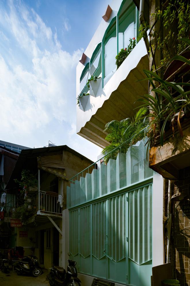 Ngôi nhà trong hẻm nổi bật với gam xanh mint siêu cưng, hay nhất là thiết kế zigzag độc lạ đỉnh của chóp-3