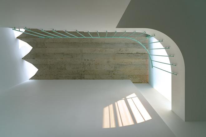 Ngôi nhà trong hẻm nổi bật với gam xanh mint siêu cưng, hay nhất là thiết kế zigzag độc lạ đỉnh của chóp-10