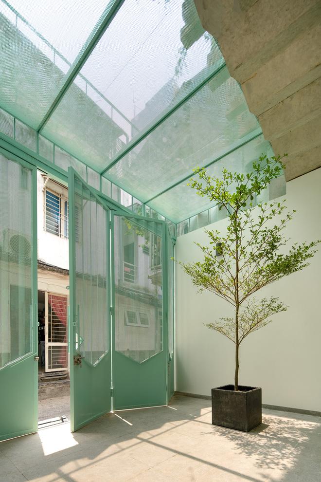 Ngôi nhà trong hẻm nổi bật với gam xanh mint siêu cưng, hay nhất là thiết kế zigzag độc lạ đỉnh của chóp-5
