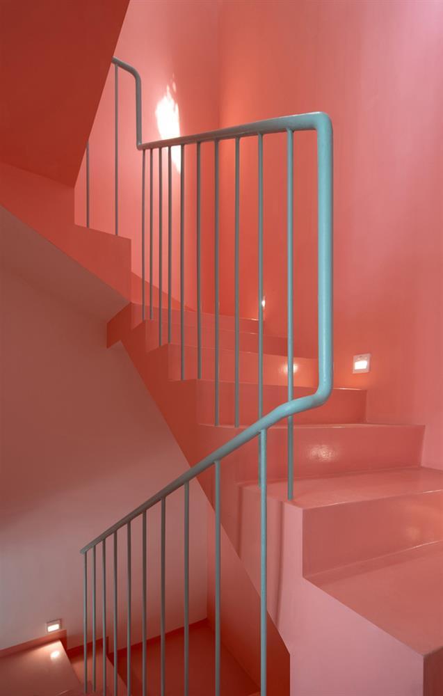 Ngôi nhà trong hẻm nổi bật với gam xanh mint siêu cưng, hay nhất là thiết kế zigzag độc lạ đỉnh của chóp-12