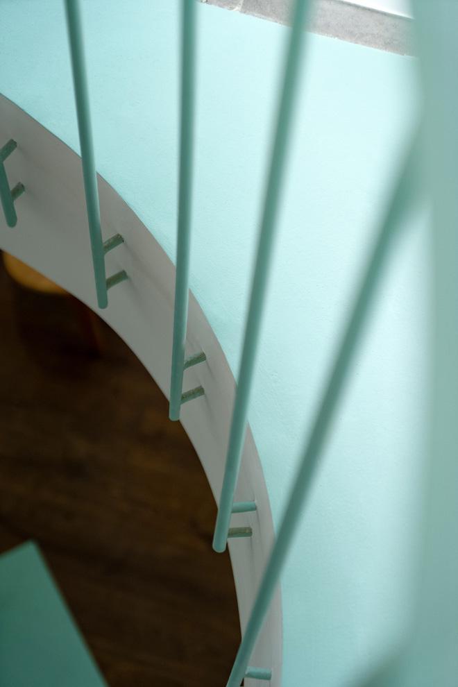 Ngôi nhà trong hẻm nổi bật với gam xanh mint siêu cưng, hay nhất là thiết kế zigzag độc lạ đỉnh của chóp-13