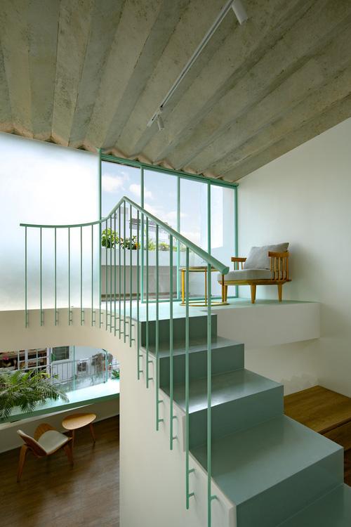 Ngôi nhà trong hẻm nổi bật với gam xanh mint siêu cưng, hay nhất là thiết kế zigzag độc lạ đỉnh của chóp-14