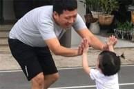 Clip siêu dễ thương của con gái Nhã Phương - Trường Giang: Vừa lau dọn nhà cửa, vừa hát líu lo đợi ba về