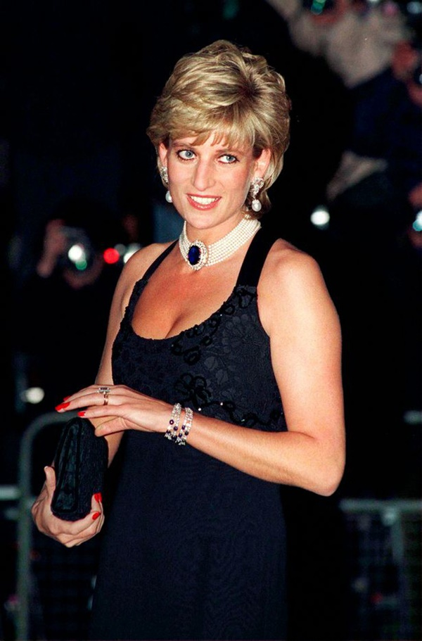 Anh em Hoàng tử William không được phép khóc và những chi tiết đau lòng ít ai biết tại tang lễ Công nương Diana 24 năm về trước-3