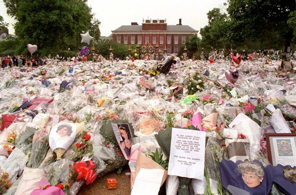 Anh em Hoàng tử William không được phép khóc và những chi tiết đau lòng ít ai biết tại tang lễ Công nương Diana 24 năm về trước-5