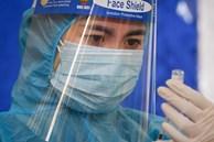 Vì sao cần cân nhắc kỹ việc tiêm vaccine COVID-19 cho trẻ em? Chuyên gia phân tích 2 lý do và đưa ra đề xuất