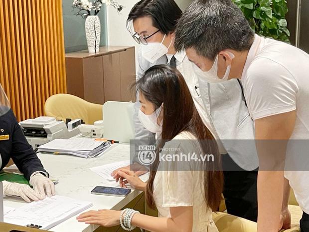 Cận cảnh chồng thùng giấy chứa 18.000 tờ sao kê 177 tỷ kêu gọi cứu trợ miền Trung của vợ chồng Thuỷ Tiên - Công Vinh!-6