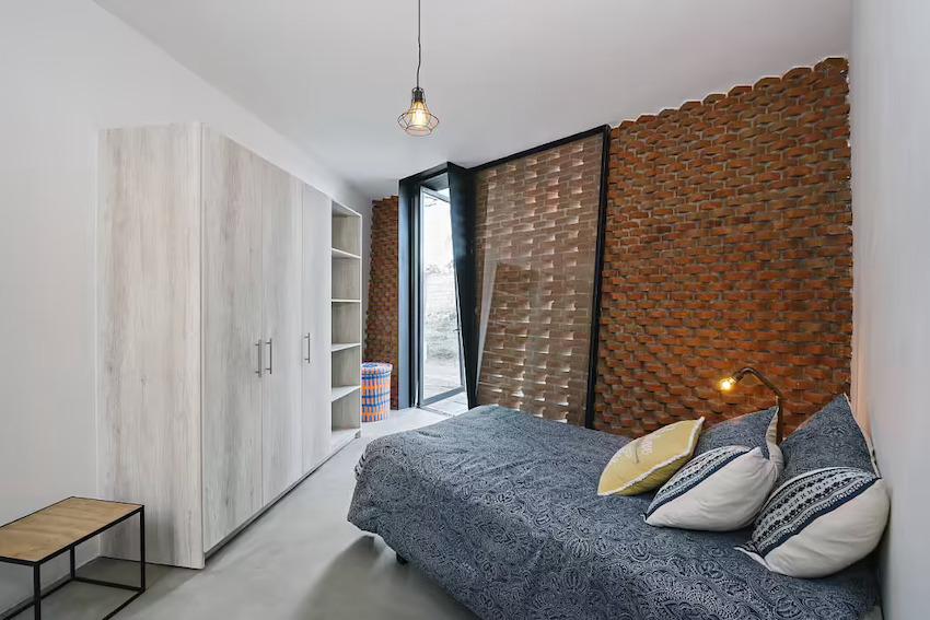 Căn nhà 35m2 với thiết kế gạch đỏ phá cách, nhỏ xinh nhưng vô cùng ấn tượng-7