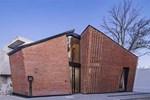 Căn nhà 35m2 với thiết kế gạch đỏ phá cách, nhỏ xinh nhưng vô cùng ấn tượng