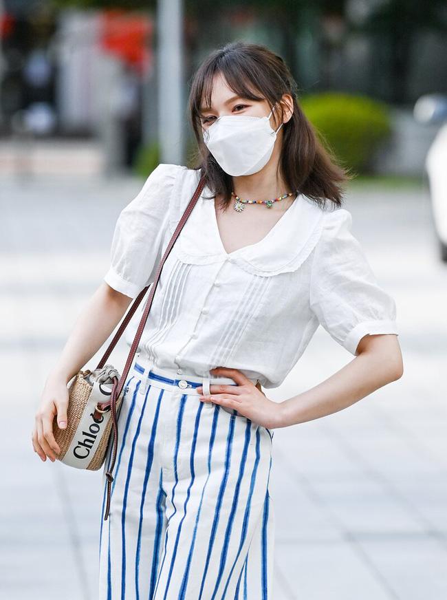 Mặc áo blouse đẹp như Red Velvet: 13 cách mix đơn giản nhưng trẻ trung, chuẩn sang xịn mịn-1