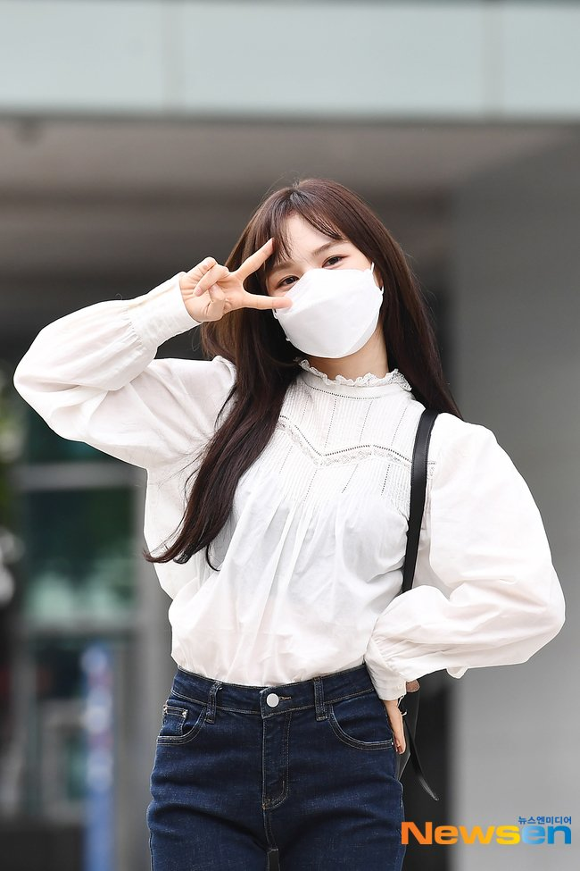 Mặc áo blouse đẹp như Red Velvet: 13 cách mix đơn giản nhưng trẻ trung, chuẩn sang xịn mịn-11